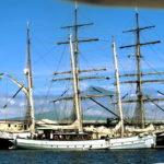 Le Rara, bateau de l'association BelEspoir du Père Jaouen. On a revu Clément, qui était avec nous à Malendure.